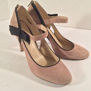 Nine West tan suede black bow heels zipper heel